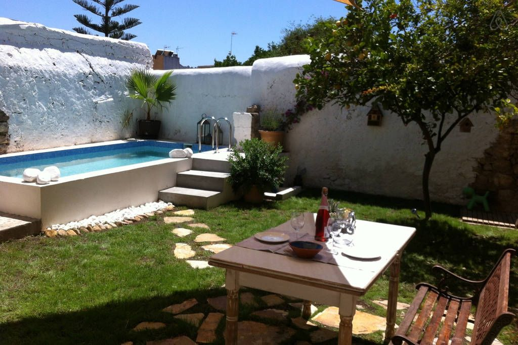 Escaleras casas campo pinterest escalera piscinas y for Piscinas en el campo