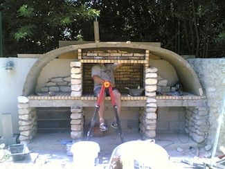Construction foyer barbecue et habillage en pierre for Fabriquer un barbecue en brique