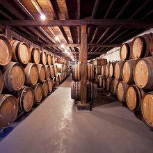 Valokuvatapetti - Old Wine Barrels