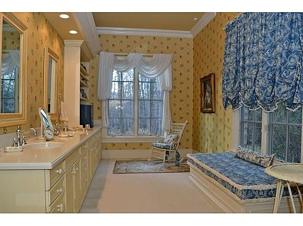 Premium Wallpaper Installation In Bergen County Nj Perfection P How To Install Wallpaper House House Painter