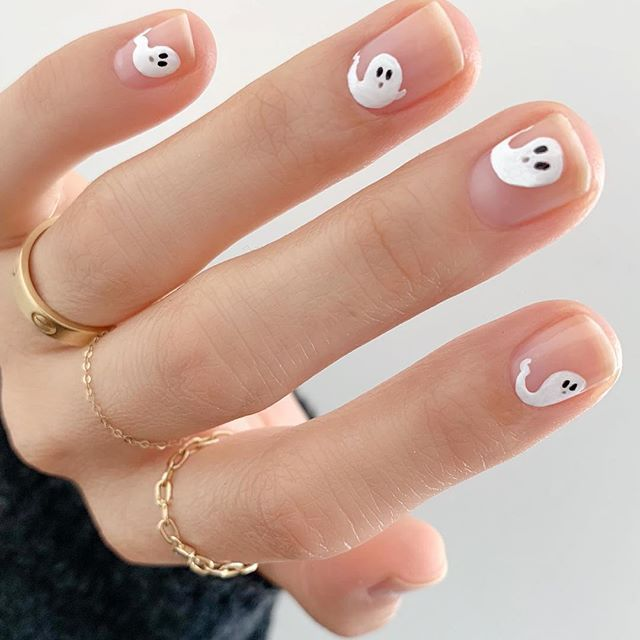 There Are More Than 80 Models Of Nature Nails From Betina Goldstein There Are No Rich Colors Nor Exaggerated Patter Halloween Nails Easy Halloween Nail Designs