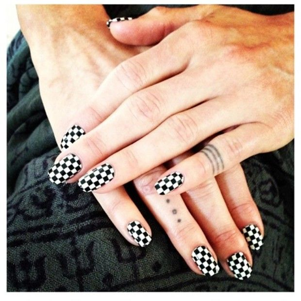 checkered nail wraps https://subscribe.goscratch.it/
