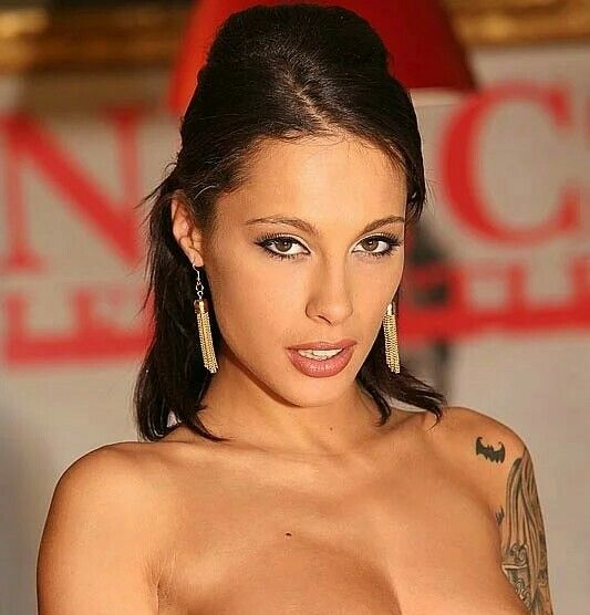 nikita bellucci naked