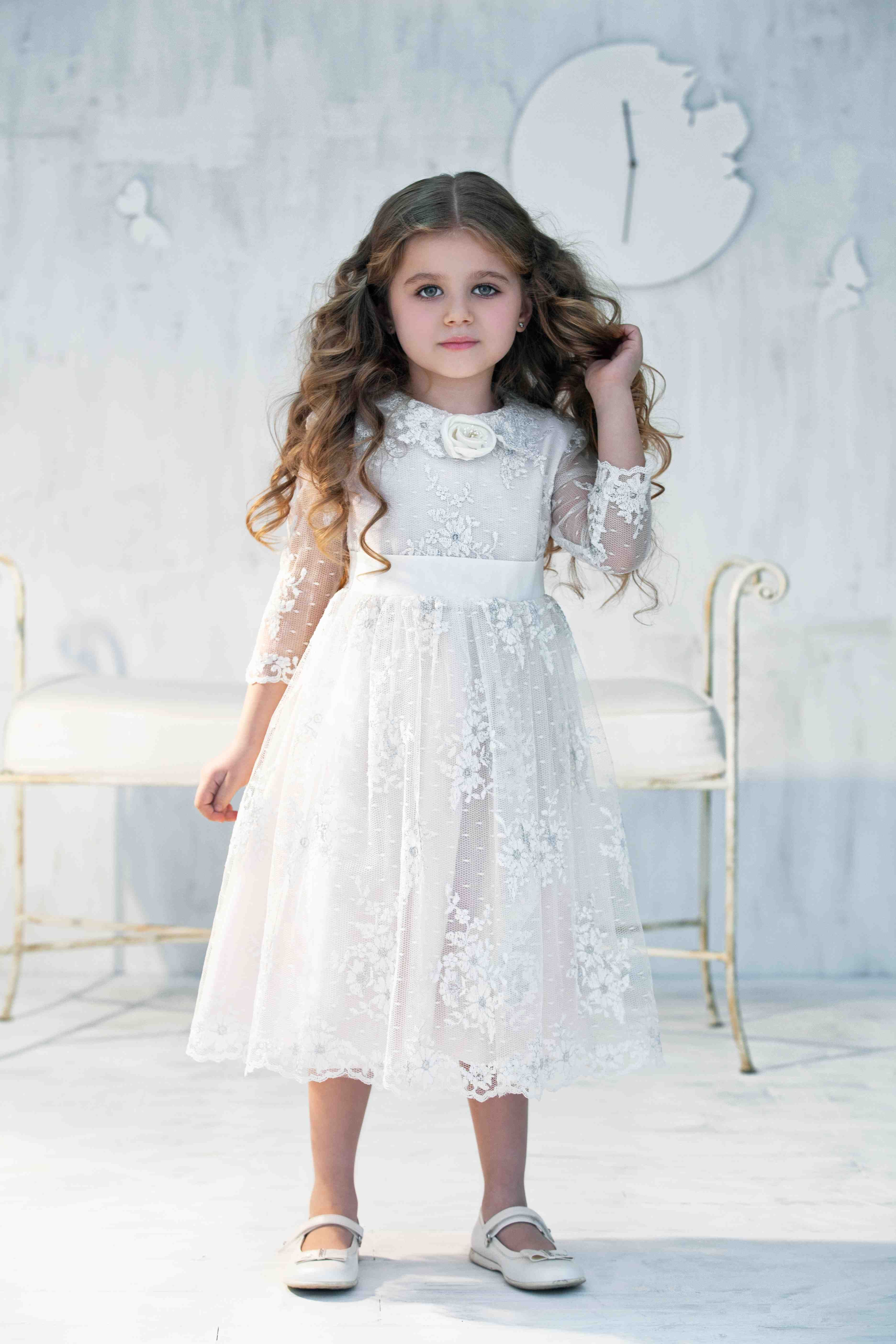 Make the flower girl at your wedding feel like a princess with these