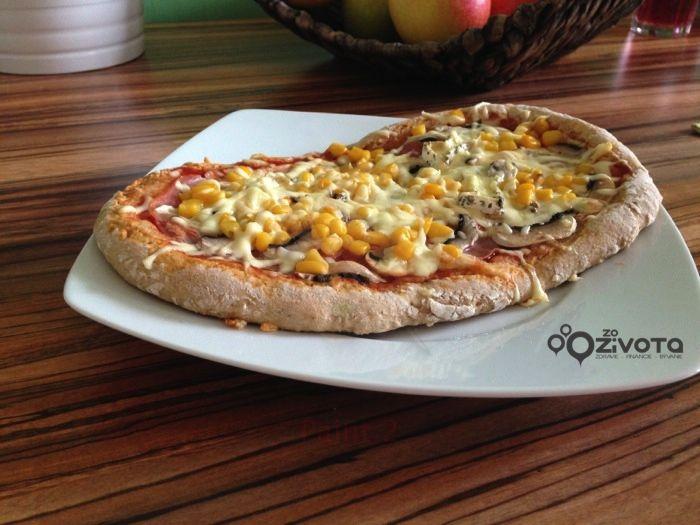 Lahodná pizza so špaldovej múky | www.zozivota.sk tasty home made pizza by www.zozivota.sk