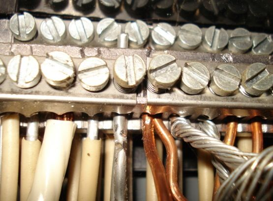 Aluminum And Copper Wiring With Each Metal Clearly Identifiable By Its Color Home Inspection Electrical Wiring House Wiring