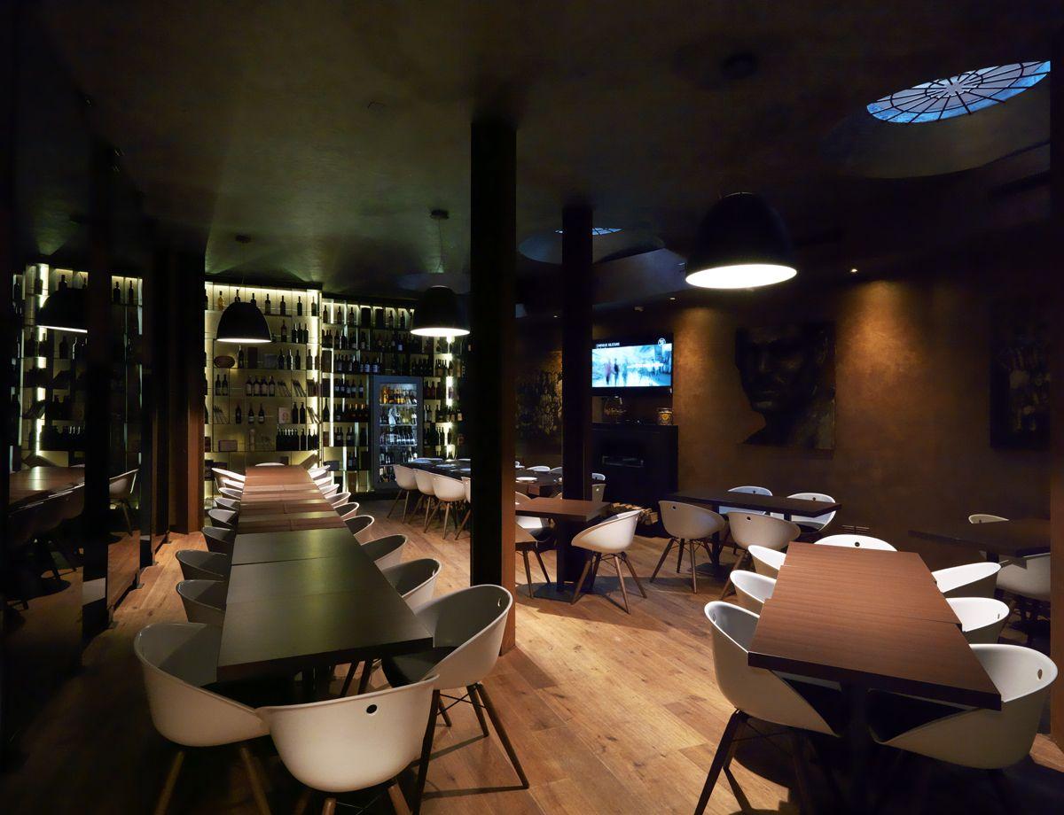 Design d 39 interni e arredamento del ristorante 6900 a for Design d interni
