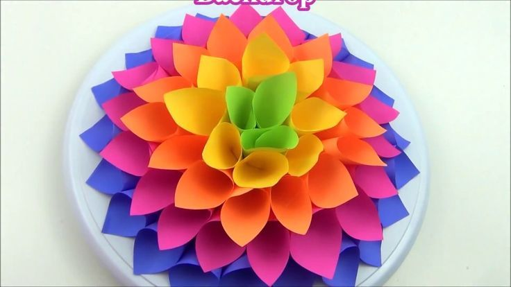 DIY giant paper flowers background / #background #DIY #easypaperflowerbackdrop #flowers #Giant #Paper #giantpaperflowers