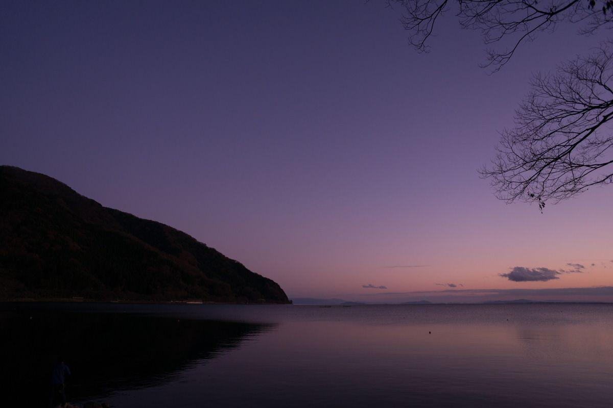 海津は春の桜が有名であるが、普段の海津はとってものどかなところ。 かつては若狭の美浜から粟柄峠を越えて来た品々を、水路大津・京都へ運ぶ湖上交通の要衝であった。 静かに残る古い街並から、かつての湊町の賑わいが偲ばれます。