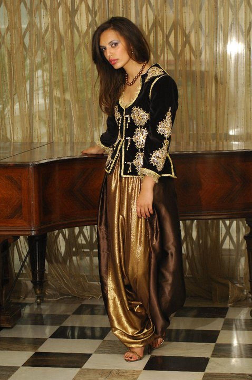 karakou couleur maron brod puis perl de pierres dor es et argent es puis incrust de pieces d. Black Bedroom Furniture Sets. Home Design Ideas