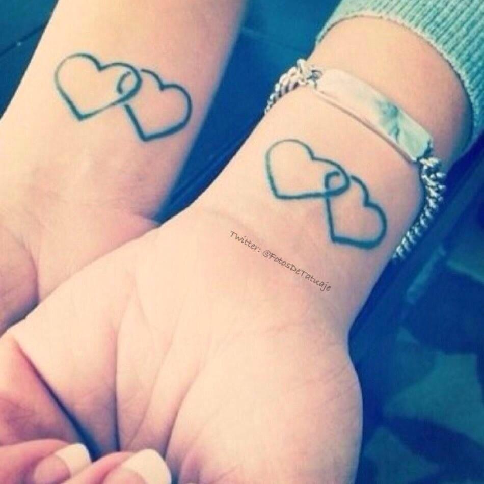 Pareja De Amor Infinito Tatuaje De Dos Corazones Tatuajes De Parejas Tatuajes Que Hacen Juego