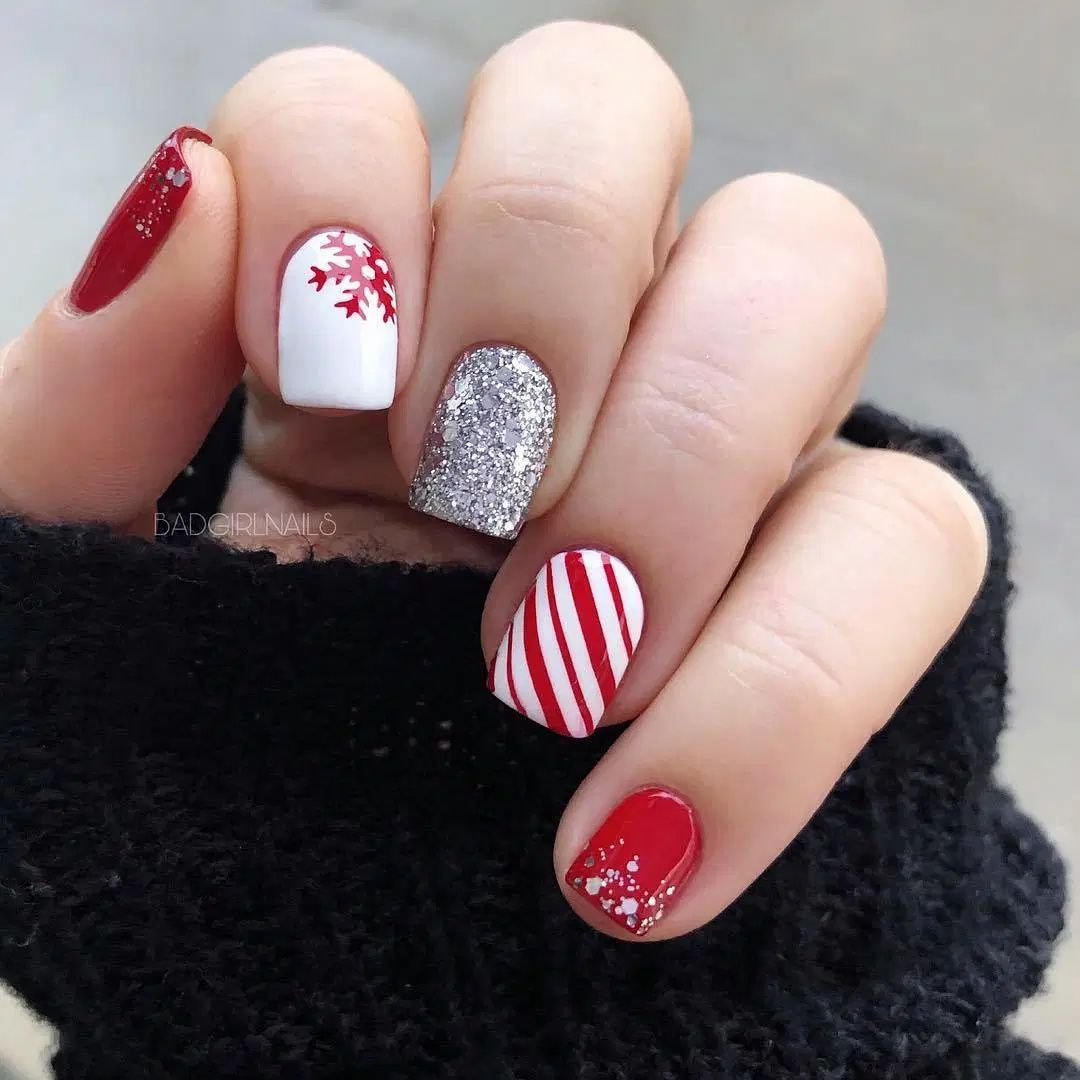 70 Stunning Christmas Nail Art Ideas and Designs -