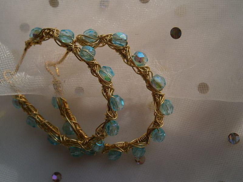 Ohrringe Creolen eisblau als wirework Glasschmuck von kunstpause auf DaWanda.com