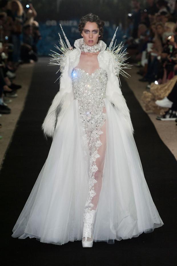 On Aura Tout Vu Haute Couture Fall 2014 via fashionising.com