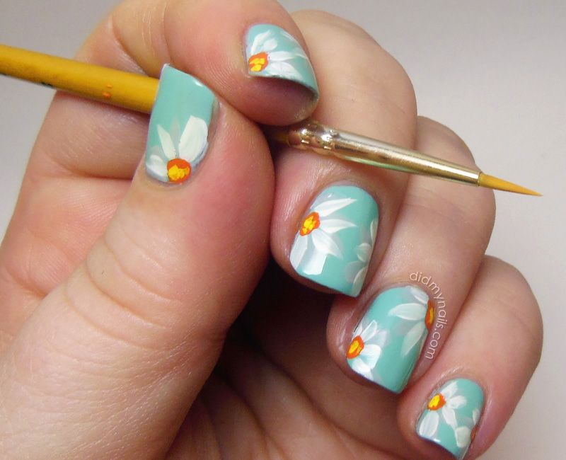 Nail Art Flowers Witih Acrylic Paint