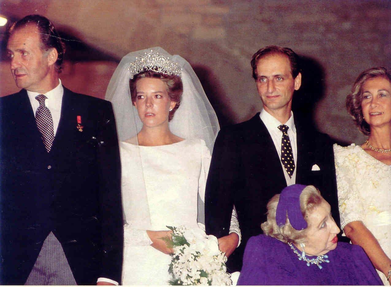 Wedding Of Her Excellency Doña Simoneta Gómez Acebo Y De Borbón September 1990 The Bride And Groom Sur Royal Brides Royal Weddings Queen Victoria Descendants
