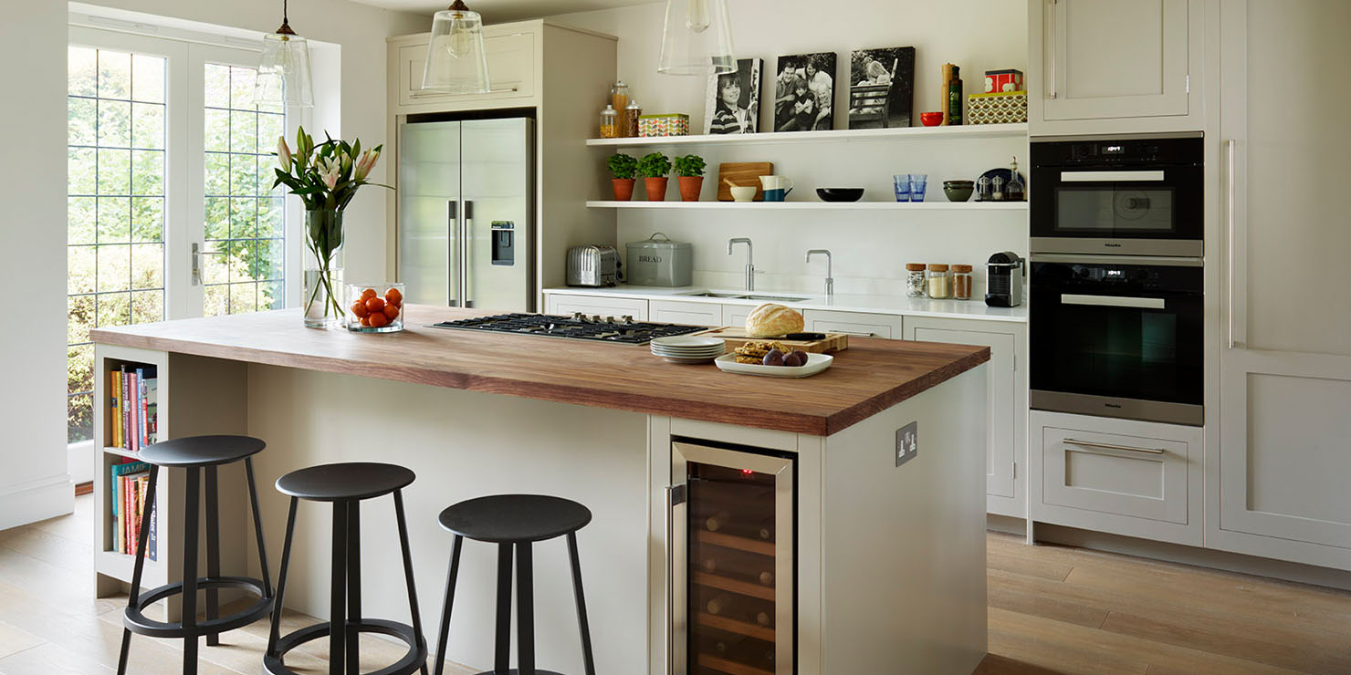 Semi Open Plan Shaker Kitchen With Island Seating