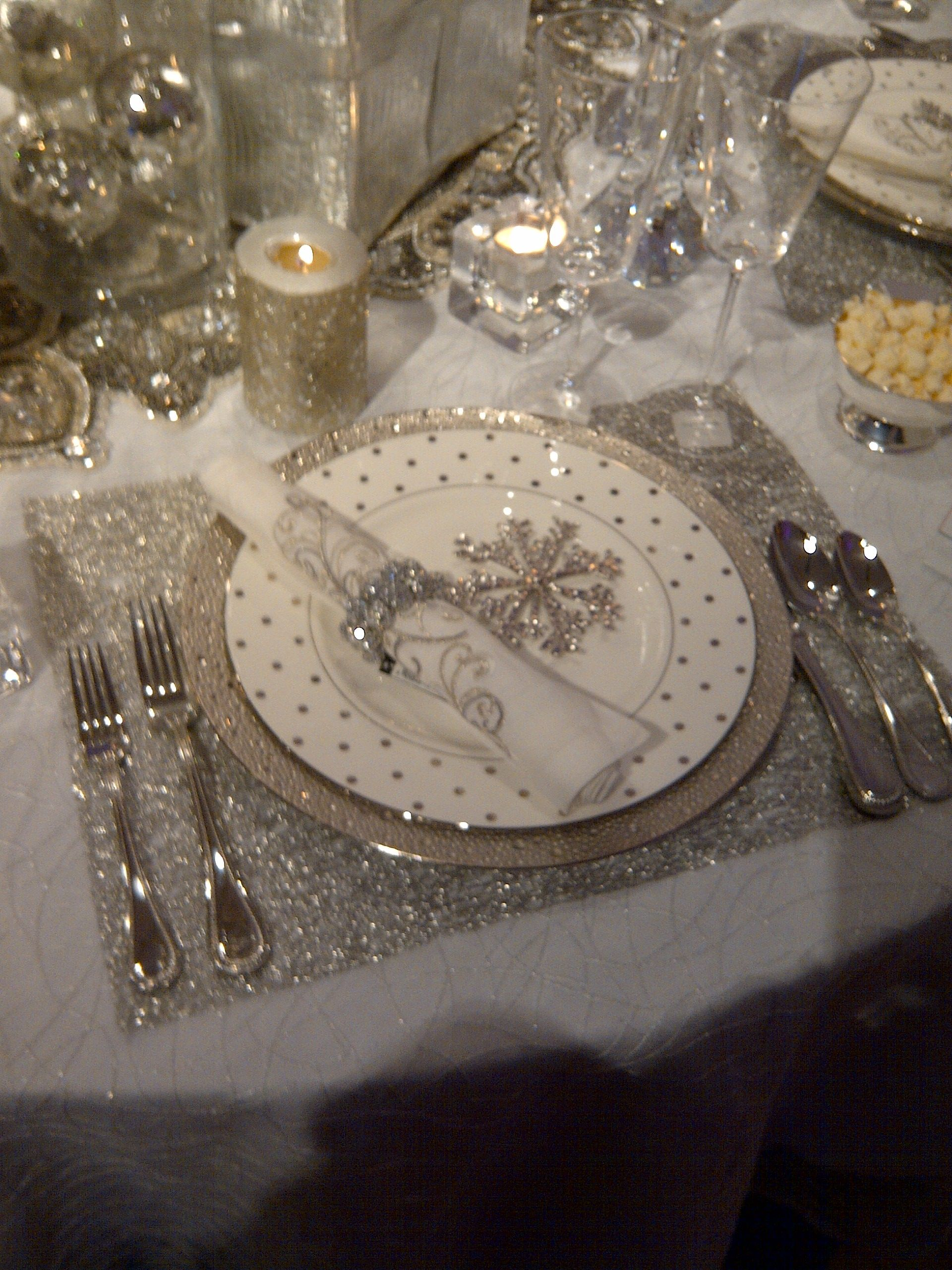 Snowflake christmas or new years eve theme receptions for Table 52 new years eve