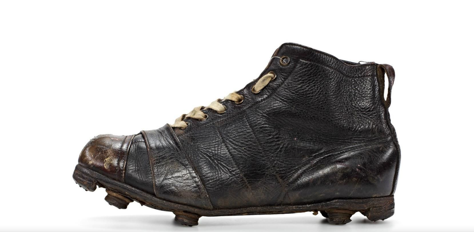 First ever Adidas football boot - One of Adi Dassler s first patents in  1925. c6088eabbf19c