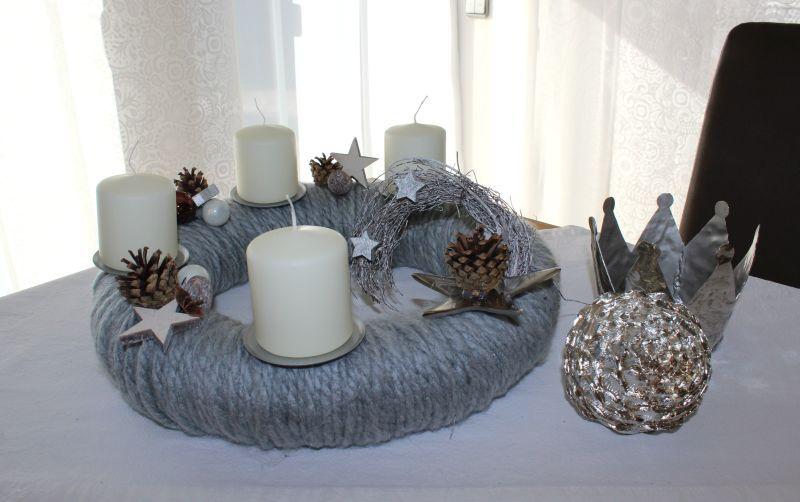 aw74 adventskranz aus wolle wollkranz handarbeit dekoriert mit nat rlichen materialien. Black Bedroom Furniture Sets. Home Design Ideas