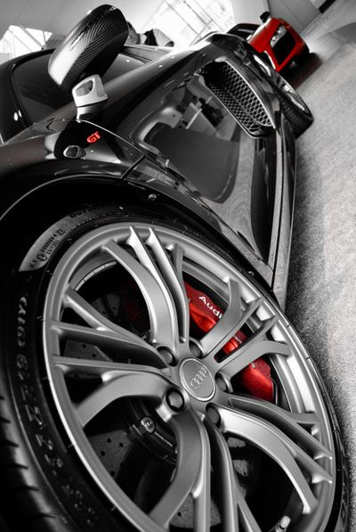 Audi R8.. At a loss for words! Those matching Audi calipers and carbon fibre mirrors.. OMG.