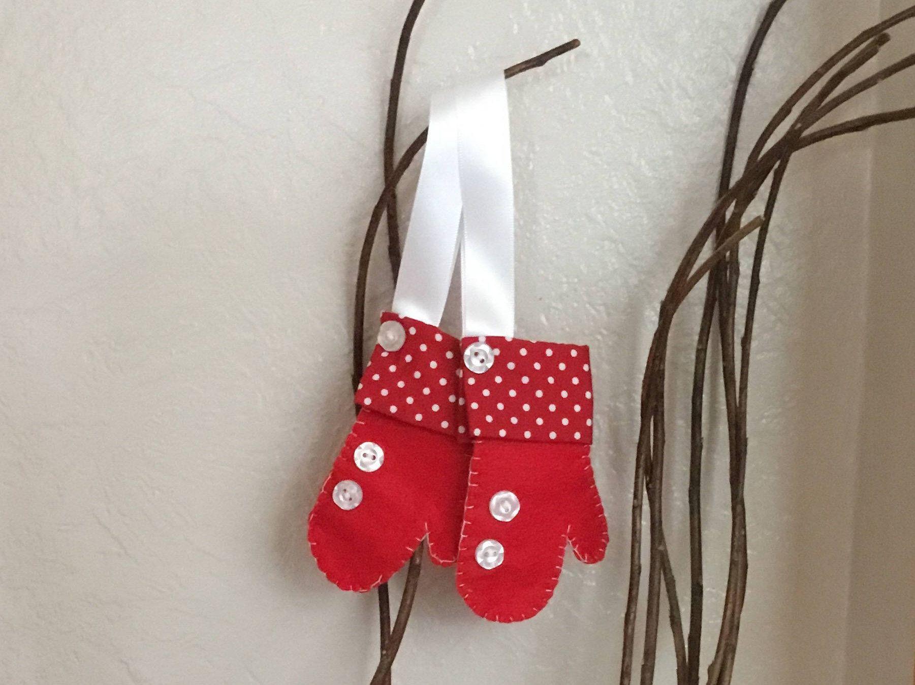 Mitten christmas decorations - Christmas Mitten Ornament Felt Mittens Christmas Decoration Hanging Mitten Red Mitten