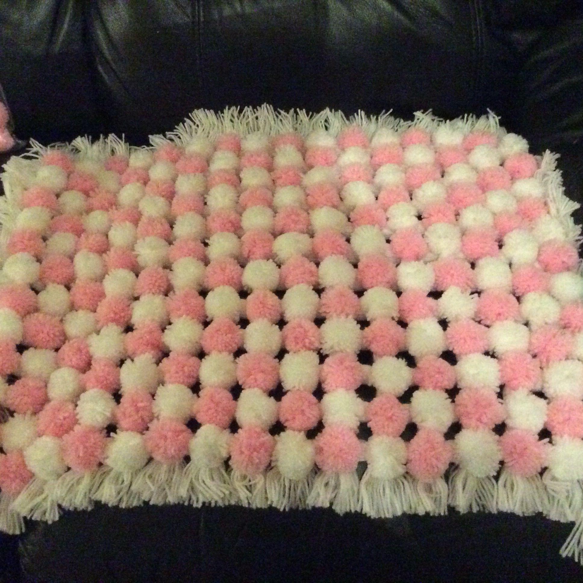 how to use a pom pom loom