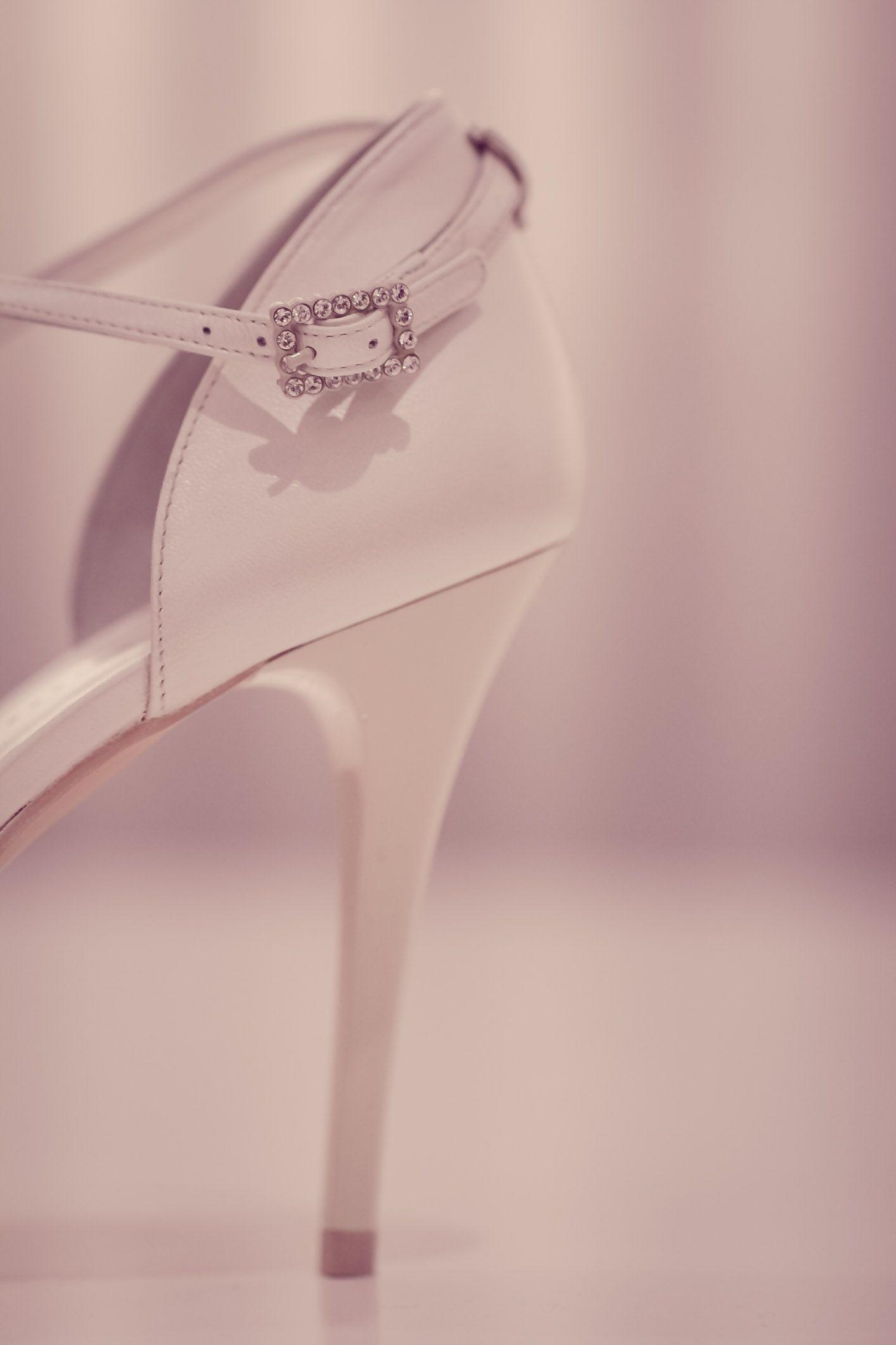 Zapatos de novia / Fotografos de boda Alicante  Sergio Gallegos Fotografos / www.sergiogallegos.com