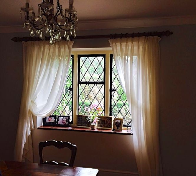 Cortina de gasa natural color crudo con apliques en los - Apliques para cortinas ...