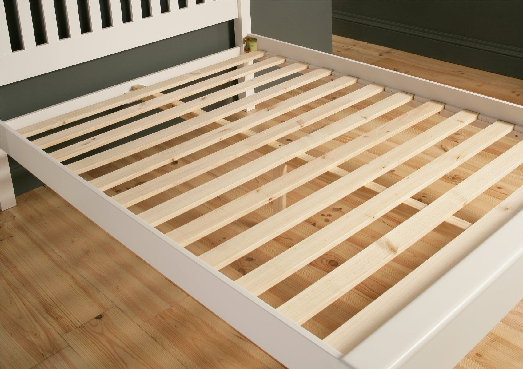 The Low Foot End Design On This Classic Shaker Style Bed Make This