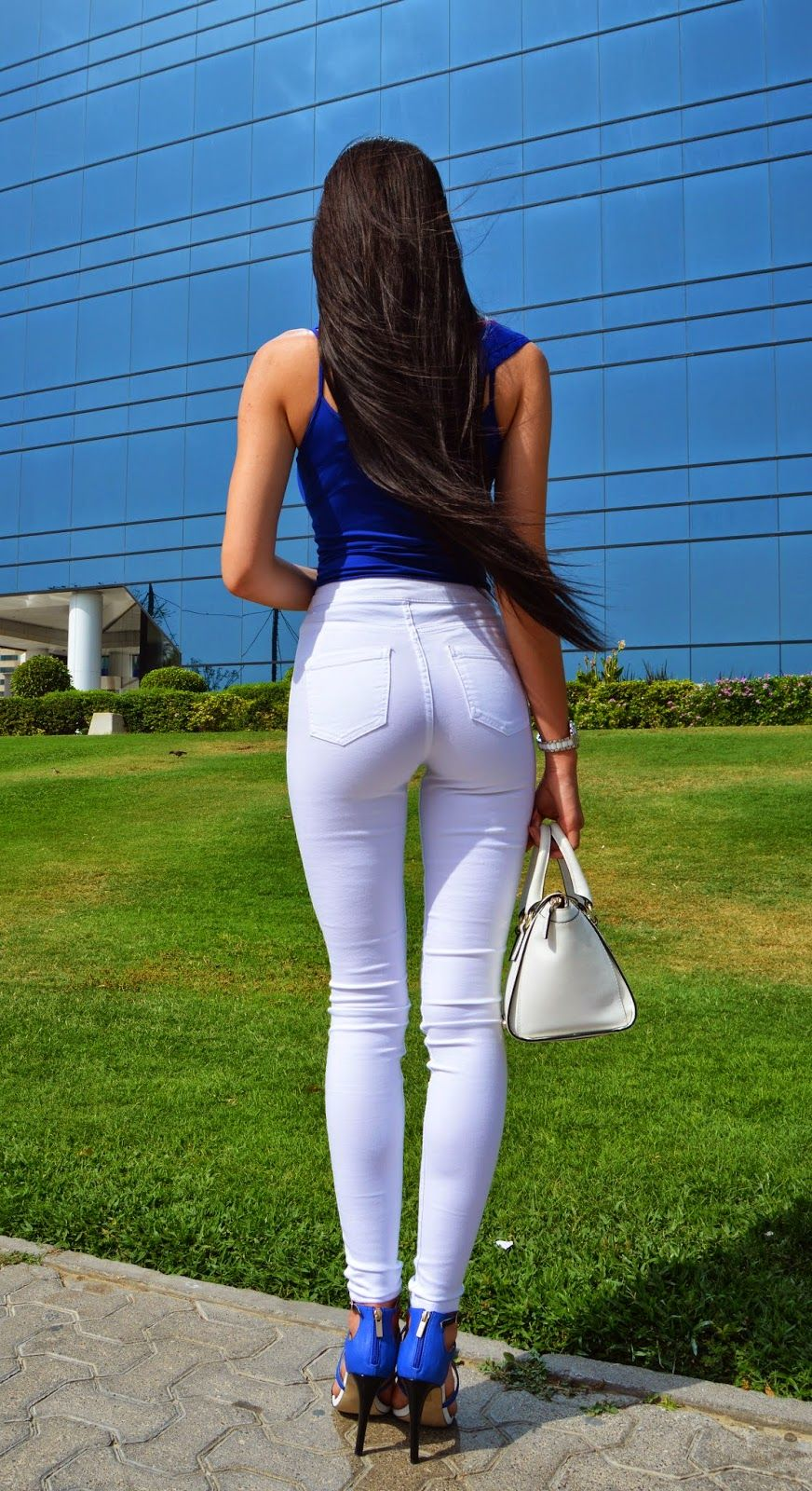 LAURA BADURA FASHION & BEAUTY: White Skinny Jeans With A Pop Of ...
