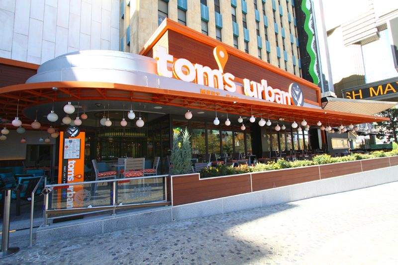 Tom S Urban At The New York Las Vegas Delicious Dinner And Drinks