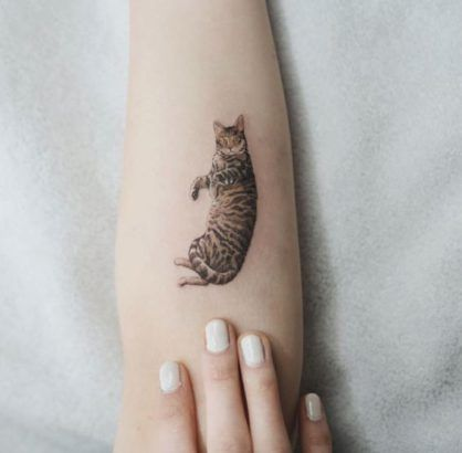 20 Minimalist Cat Tattoos For Cat Lovers Animal Tattoos For Women Cat Tattoo Designs Tattoos For Women