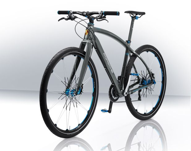 """The Porsche Bike RS weighs 9 kg, with a monocoque construction high-end carbon frame, 29"""" Crank Brothers wheels, Magura hydraulic disc brakes and a 20 gear Shimano XTR derailleur with optimized graduation:"""