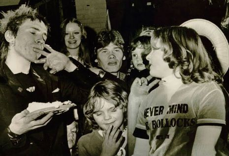 How The Sex Pistols saved Christmas - played gig for strikers #Labour #Punk #Anarchy