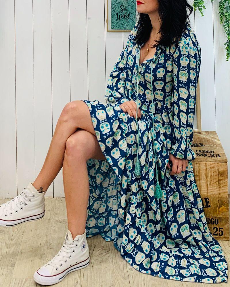 41df307af2 La robe AGATHA de la marque Banditas est une robe longue avec manches  longues, elle