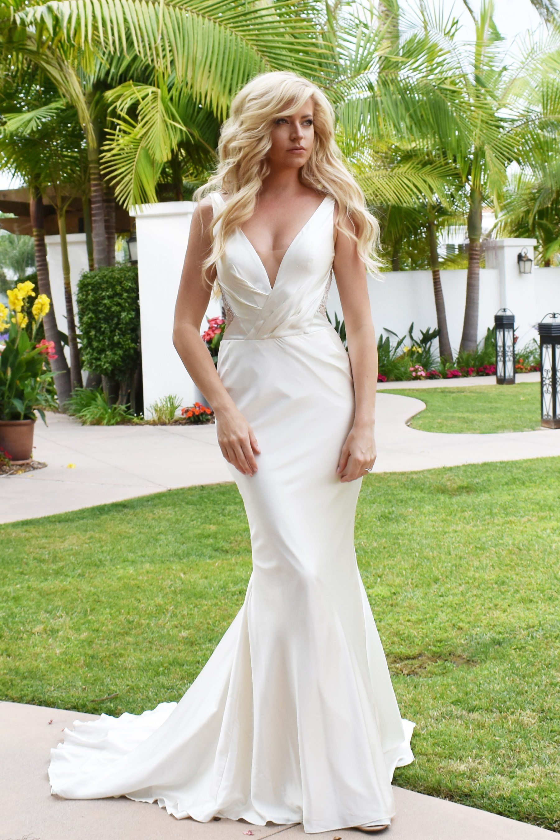 Isla Gown Fitted wedding gown, Modern wedding dress, Gowns
