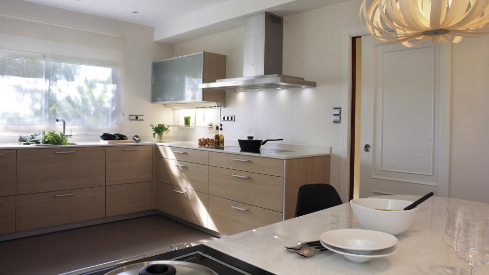Vivienda equipada con el modelo de cocina ARIANE roble champán de - modelos de cocinas