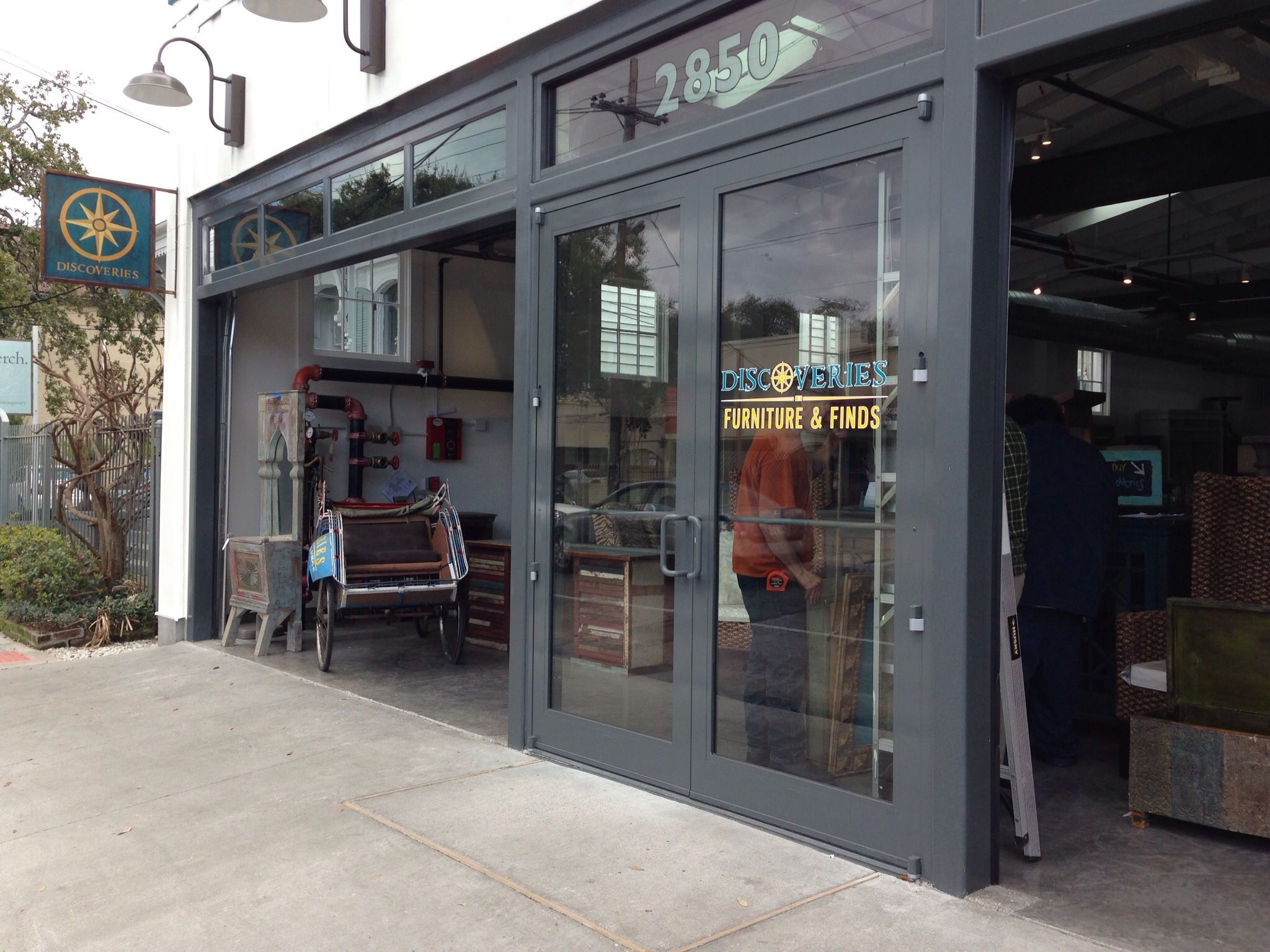 The double glass roll up warehouse doors create a very inviting storefront which takes advantage of the heavy foot and vehicular traffic
