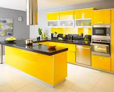 Peinture murs cuisine gris souris meubles finition jaune laqu plan de travail en granit noir for Deco cuisine gris plan de travail ardoise