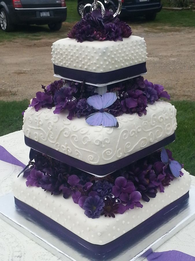Purple Wedding Cakes Designs Purple flowers and butterfly