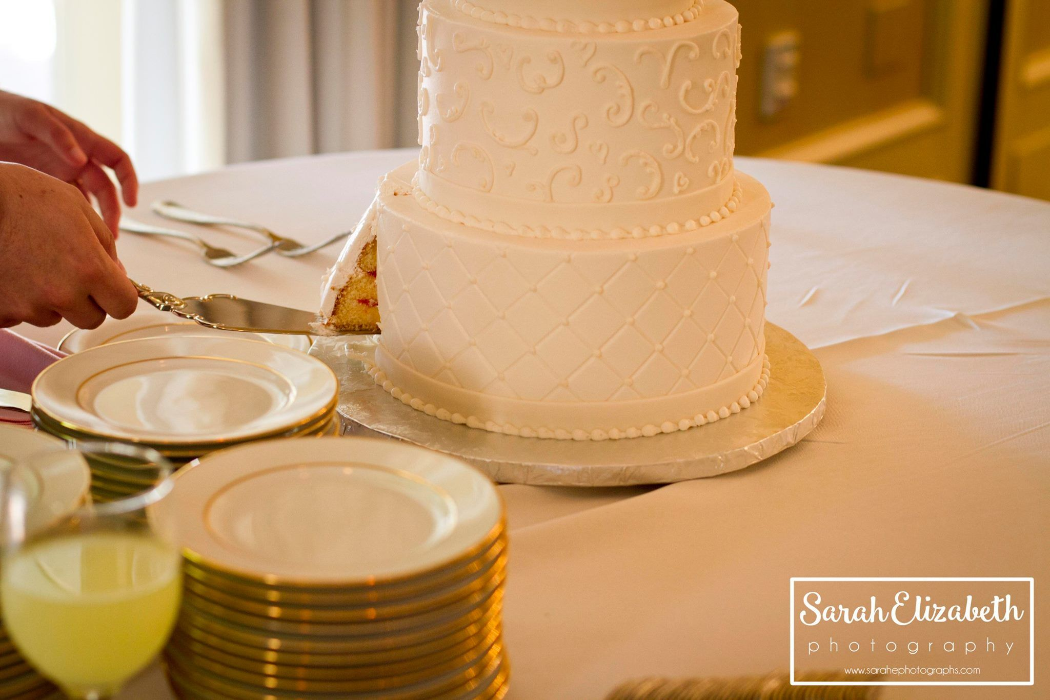 bride and groom cake cutting ceremony // cindy\'s cakery // sarah ...