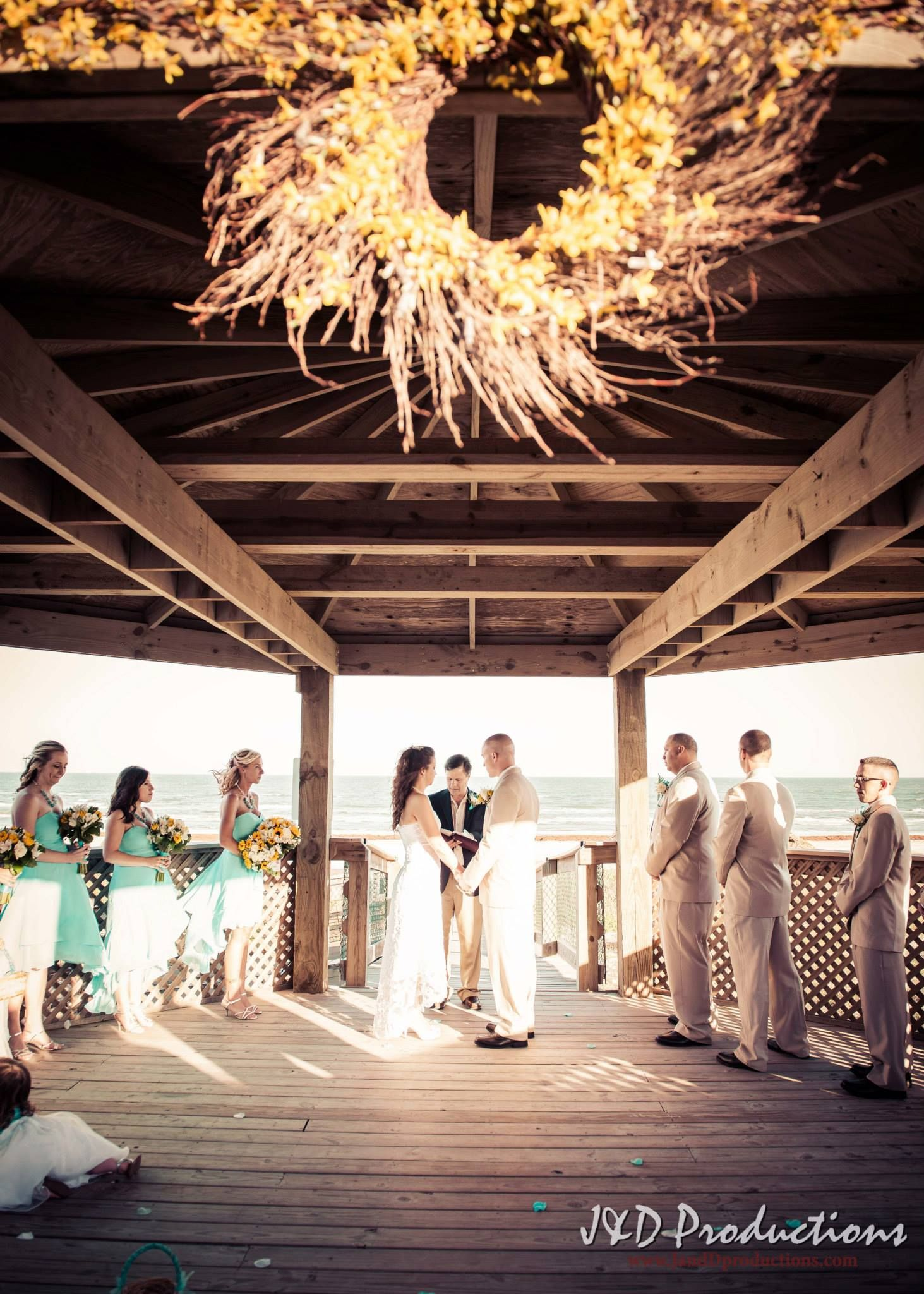 Brittany And Zach S Wedding At Stahlman Park In Surfside Beach Tx Texasweddingvenues