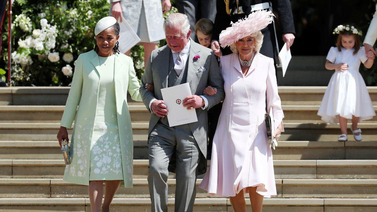 Die Traumhochzeit Von Harry Und Meghan Alle Waren Eingeladen Prinz Harry Hochzeit Mutter Der Braut Konigliche Familie