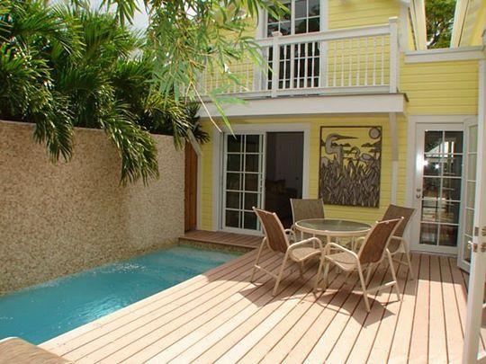 Piscinas peque as piscinas pinterest casas piscinas for Decorar piscina elevada