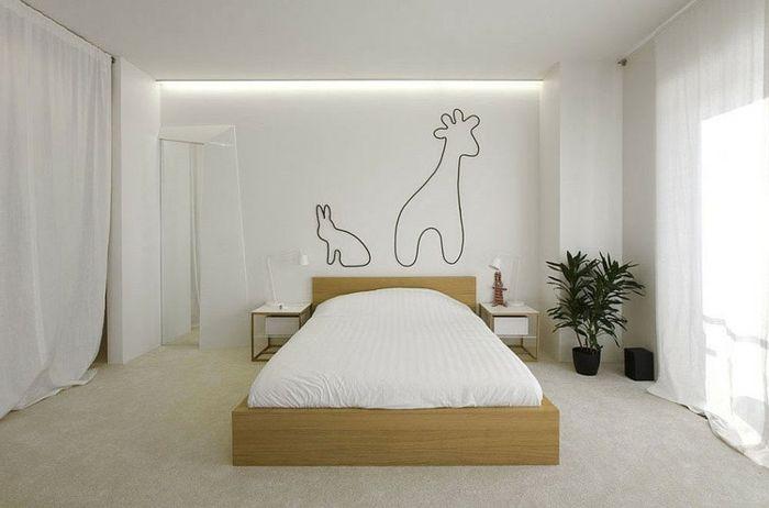 weiß gestrichenes Schlafzimmer mit Holzbett, langen weißen - schlafzimmer braun wei