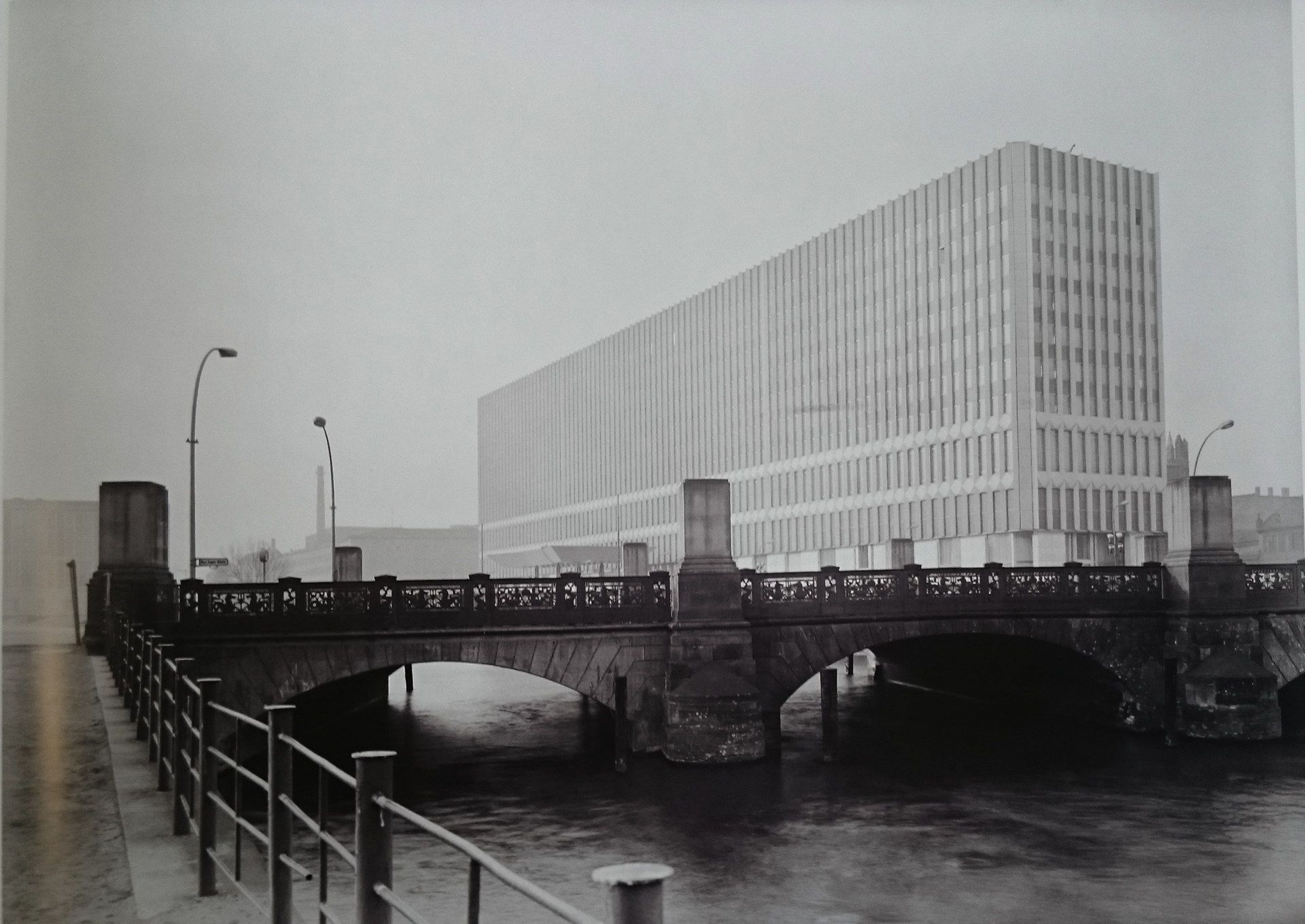 View From The Altes Museum To The Monster Ministry Of Foreign Affairs Of The Gdr Built 1964 67 Demolished In 1996 C1968 Berlin Bilder Berlin Heute