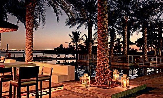 Riva Beach Club Billed As Dubai S First Standalone Beach Club Ie Not In A Hotel Riva Oozes Blissed Out Ca Dubai Beach Grand Beach Resort Outdoor Restaurant