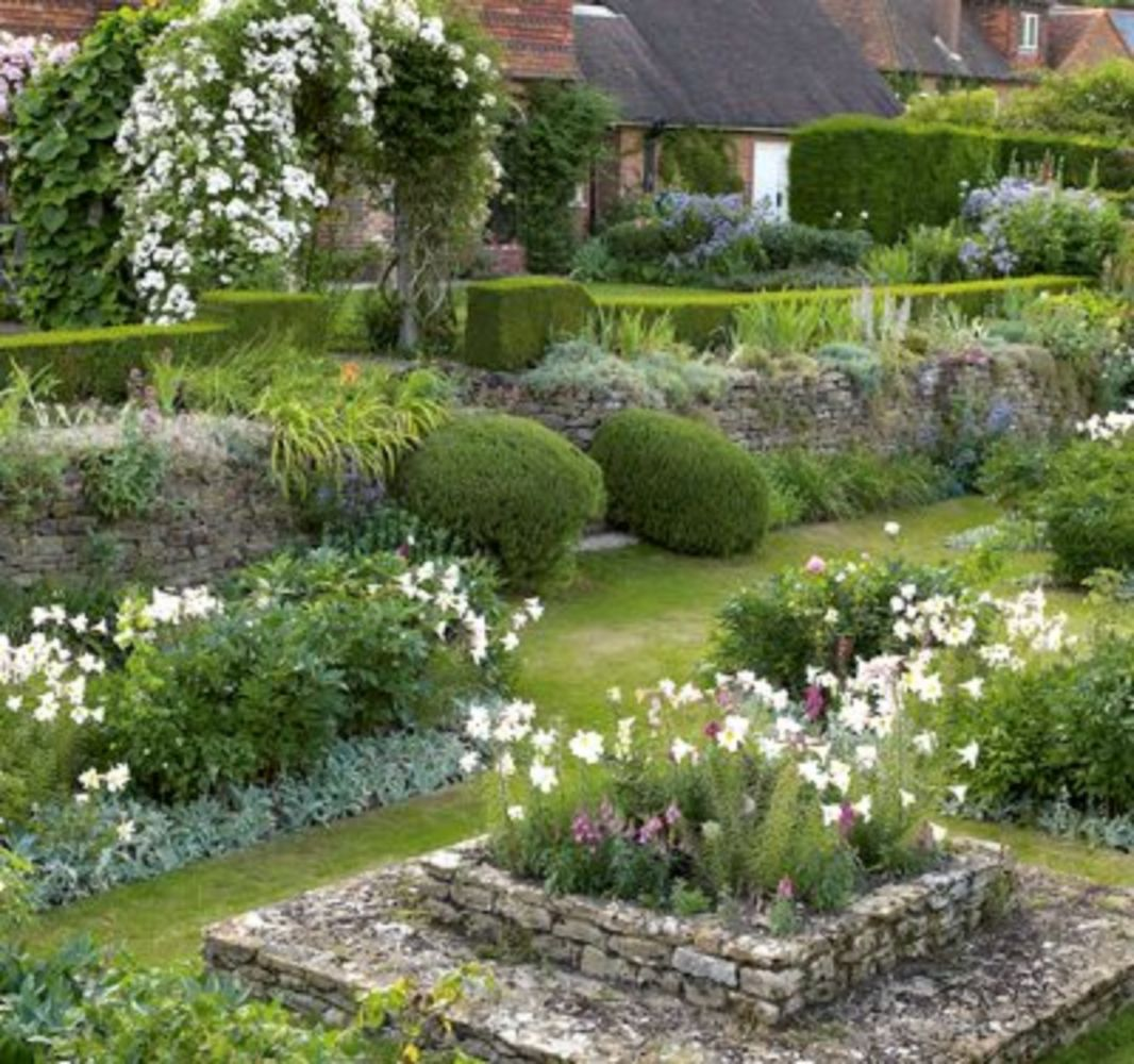 Marvelous 34 Simple And Beautiful Country Garden Decor Ideas