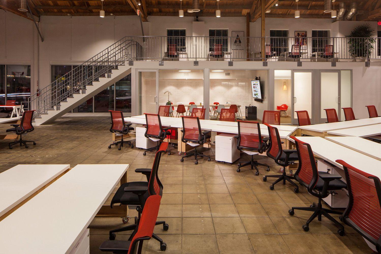 Galera de Oficinas Buzzfeed JIDK 1 BuzzFeed Open office and Cl